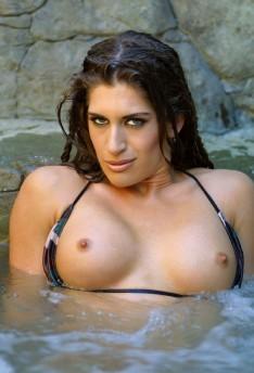 Aria Naked