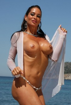 Ayla Mia