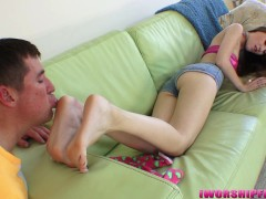 iwf407- FIRST FOOTJOB