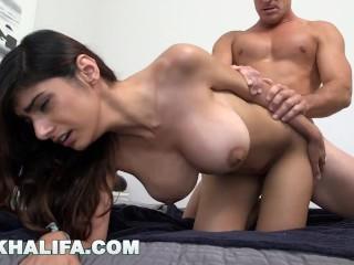 Dračica s velkými prsiami šuká so svalovcom