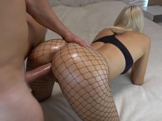 Blondínka v sexy prádle sa nechá vyklátiť