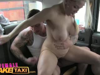 FemaleFakeTaxi kráska neodolá svalnatému pasažierovi