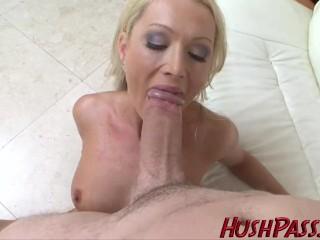 Sexy MILFKA dostala chuť na hrubý penis