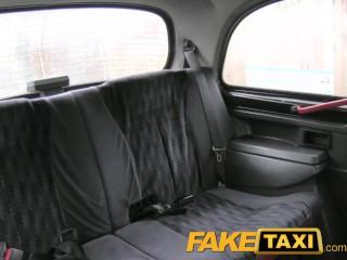 Ostriekaná kunda v taxíku