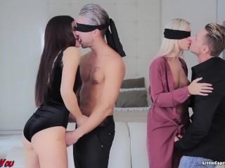 Pár si okorení sex v swingers párty