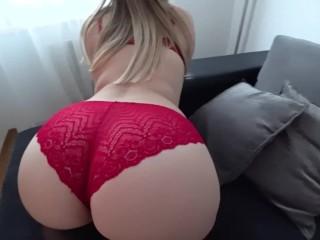 Sex s blondínou v červených nohavičkách