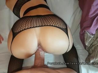 Nadržaná školáčka prežije viacnásobným orgazmus na intráku