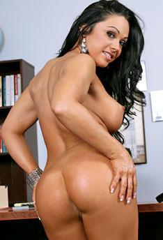 Accidental nude upskirt
