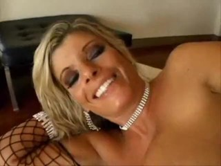 Kristal Summers pipe super super chaude!!!