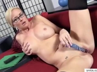 Office milf works pussy to orgasm
