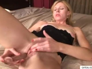 Petite milf clit slapping dildo fuck