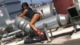 Big Boob Indian Pornstar Sunny Leone Masturbates in a Pool anjinha –