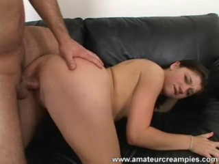Amateur Babe in a Threesome Sex Creampie Pussy