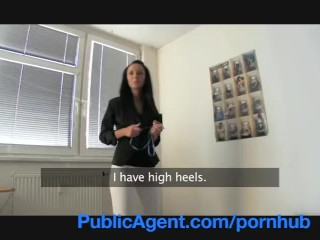 PublicAgent Agente Immobiliare bella da stordire vende il suo corpo