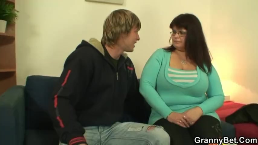 He drills her fat old pussy
