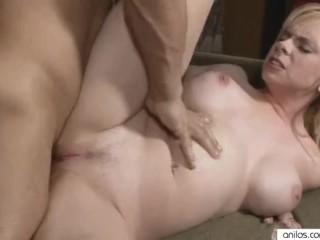 Bigit mom gets pussy jizzed