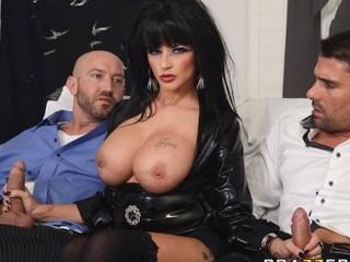 2 bites avant la fête d'Halloween pour Joslyn James et ses gros seins
