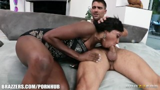 Preview 5 of Horny Ebony MILF Diamond Jackson gets some help learning to squirt