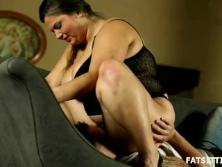 Big and beautiful Leny facesits her obedient slave