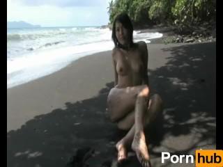 Asian babe peels off her bikini