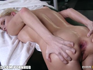 Big-tit blonde bombshell Riley Evans loves deep rough anal