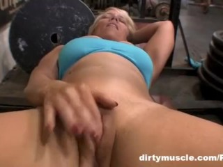 Genie - Naked Squats 2 of 2