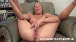 Sexy mature Alyssa Dutch masturbates