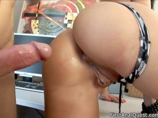 image Newcomer savannah opens her asshole for new experience