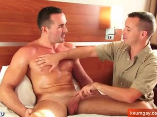 Straight guy getting sucked by a gay guy !