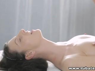 RubATeen Kleine kont getatoeëerde Russisch tiener massageseks