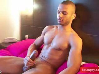 Arab guy get wanked his huge cock by a gay guy !