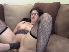 Violet Hayes – A Fistful of Fun – My 1st Fisting Video