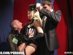 Burlesque blonde gets double penetrated by two fans