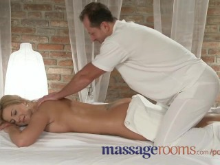 Massage rooms athletic goddess enjoys gspot orgasm before r 1