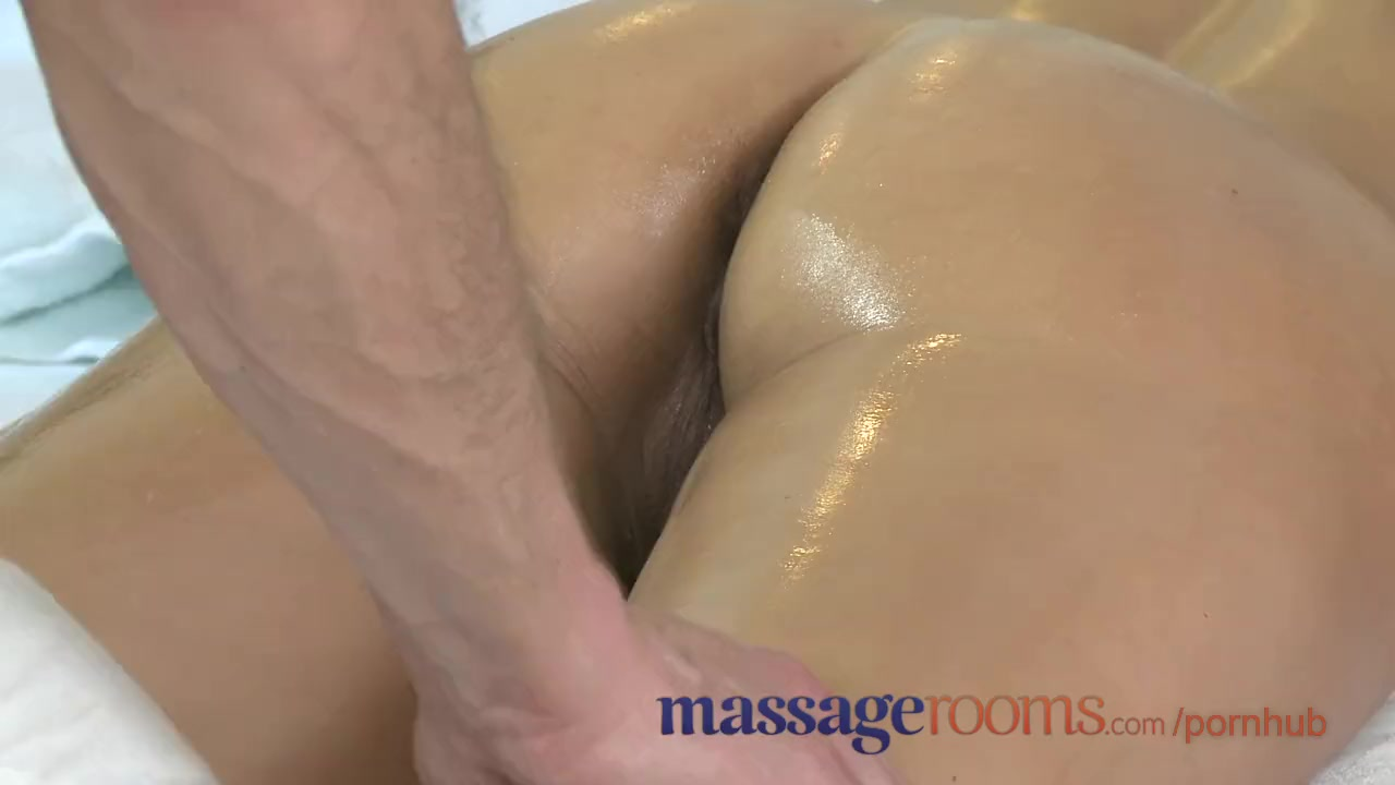 Massage rooms milf legend silvia shows masseur how to ride 10