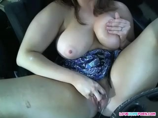 Her pussy gets so juicy in a car