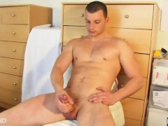 An handsome straight military guy gets wanked his huge cock by a gay guy !