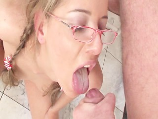 her vagina lips are bigger than some cooks - Title on the code