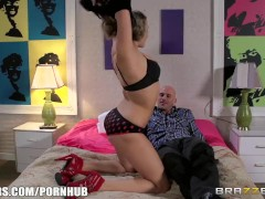 Brazzers – Milf comes in for the threesome