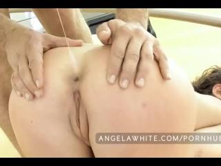 Angela White gros seins baise une grosse queue et éjacule