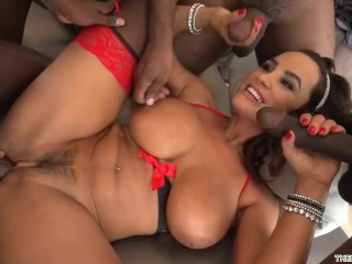 Gangbang interracial pour Lisa Ann