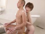 巨乳の茶髪ショート美女が豊満おっぱいを押し付けて洗体ご奉仕