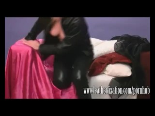 Horny blonde plays with her wet and juicy pussy in tight leather pants