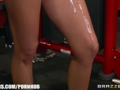 Brazzers – Nina Elle takes a big dick at the gym