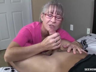 Muscle chick gets it on till another one joins in 3