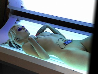Mofos - Sexy Mortta Cox in the tanning booth