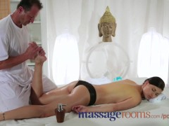 Massage Rooms Expert masseur technique makes girls squirt orgasmic juices