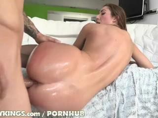 Reality Kings - Vivacious Vivie shakes her booty