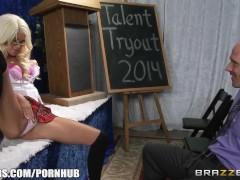 Brazzers – Riley Jenner is a talented school girl