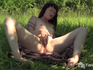 Big taco babe drinks pee from pussy pump - Title on the code